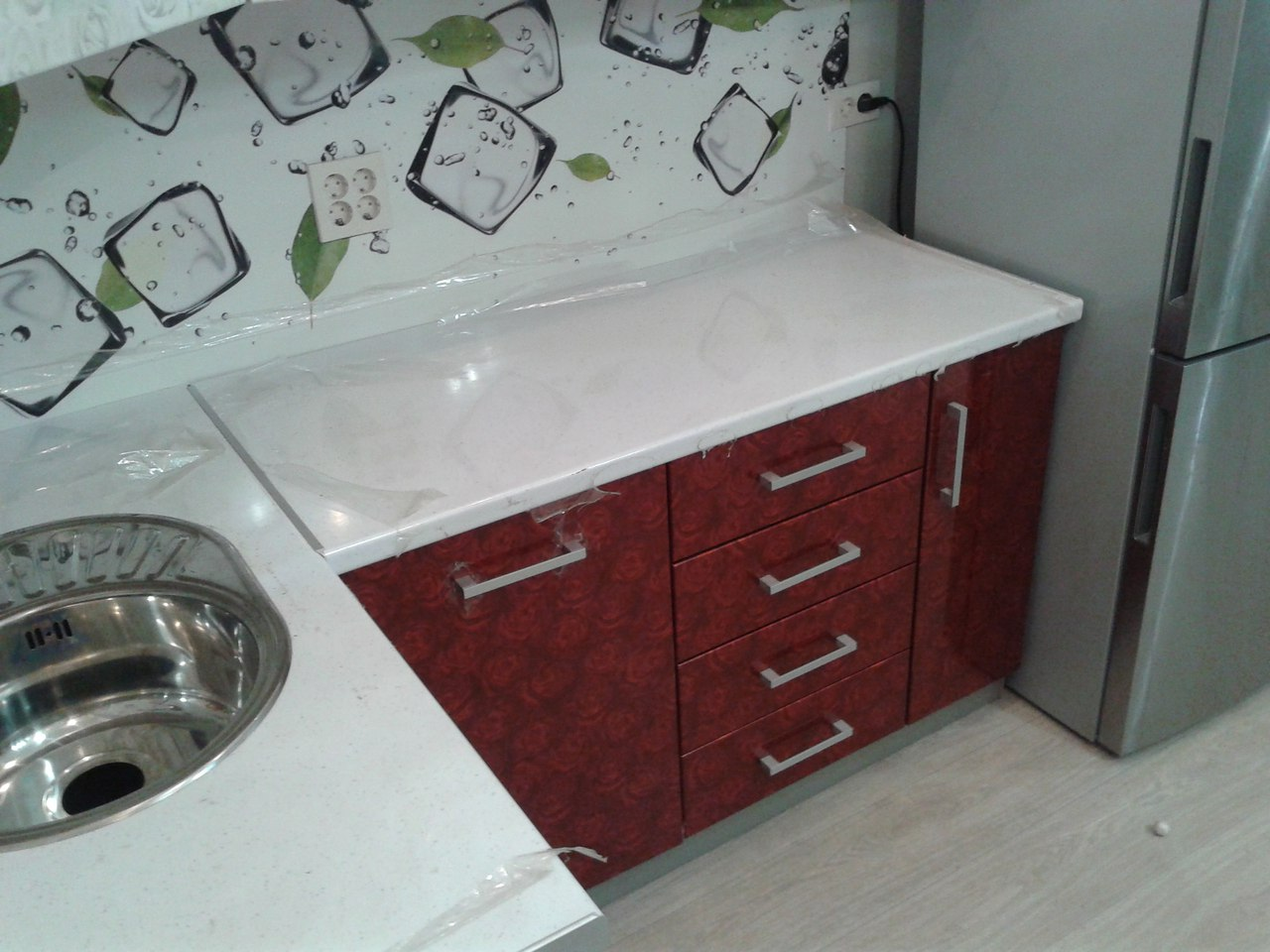 "Кухня на заказ ""Мини"" красная с белым"