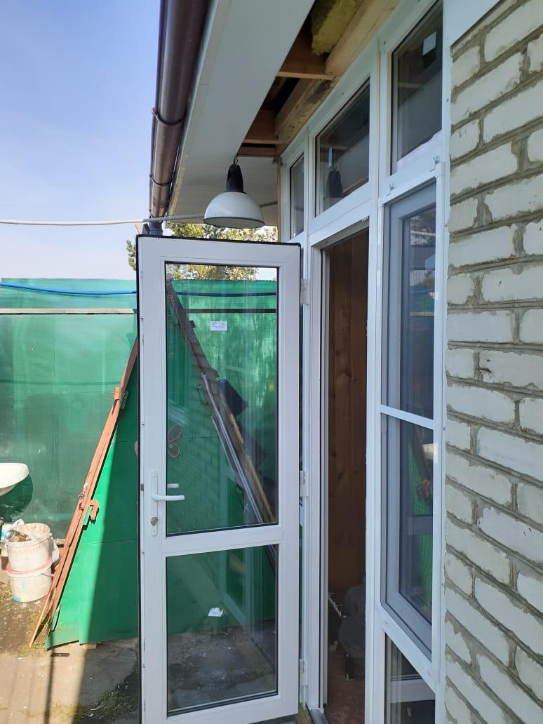 Стеклянная входная группа, усиленная дверь - 35000 руб.