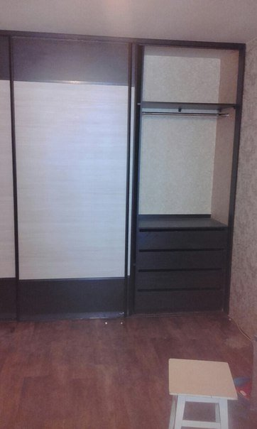 Шкаф купе с тремя дверцами