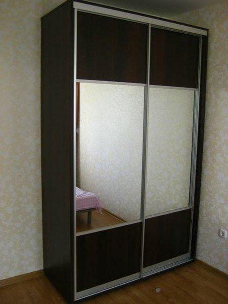 Шкаф купе с двумя дверцами и зеркалами