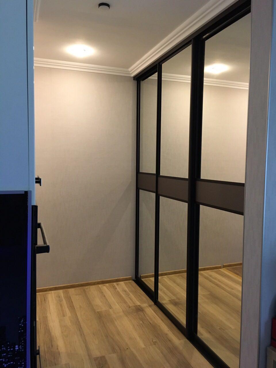 Шкаф-купе в гардеробной комнате