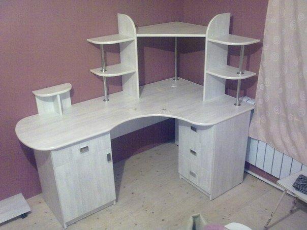 Угловой компьютерный стол с тумбочками