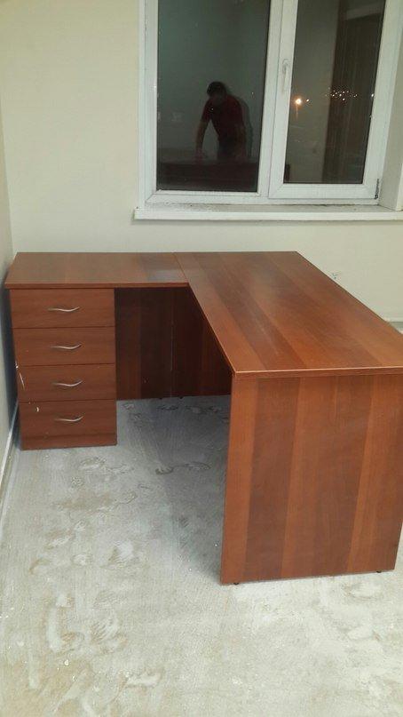 Угловой офисный стол с тумбочкой