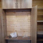 Встроенный шкаф с распашными дверцами
