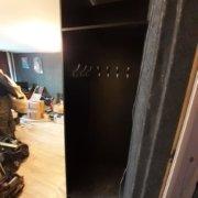 Встроенный шкаф - отдел с вешалками